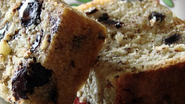 Κέικ με Σοκολάτα, Αμύγδαλα και Καρύδια