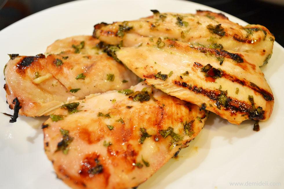 Φιλέτο Κοτόπουλο με φρέσκο κόλιανδρο και λάϊμ