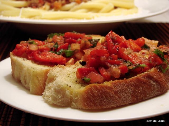 Μπρουσκέτες με Ντομάτα και Πιπεριά Φλωρίνης